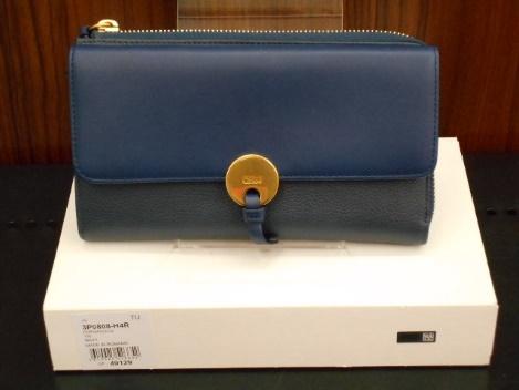 お売り頂いたお品物の紹介です。 Chloé(クロエ)のお財布