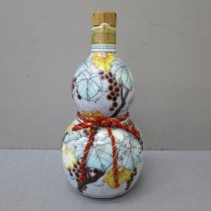サントリー ブランデー 九谷焼〈千成型葡萄文〉陶器ボトル をお売りいただきました